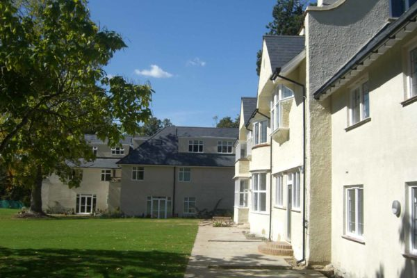 04 Listed Arts Crafts lodge annexe